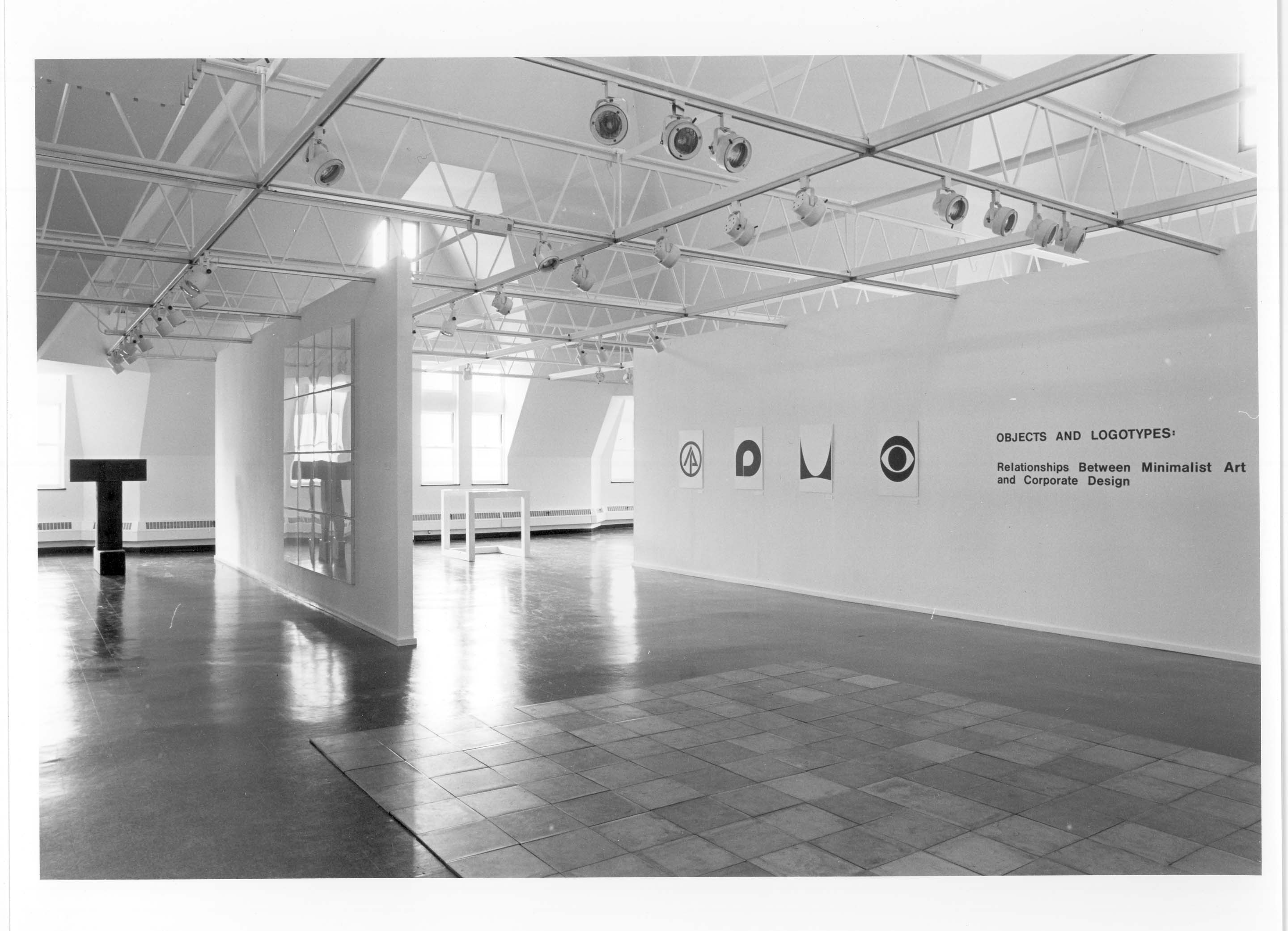 Objects and logotypes relationships between minimal art for Minimal art installation